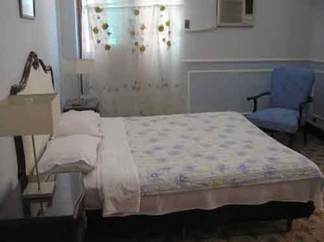Provenzal double room with shared bath.