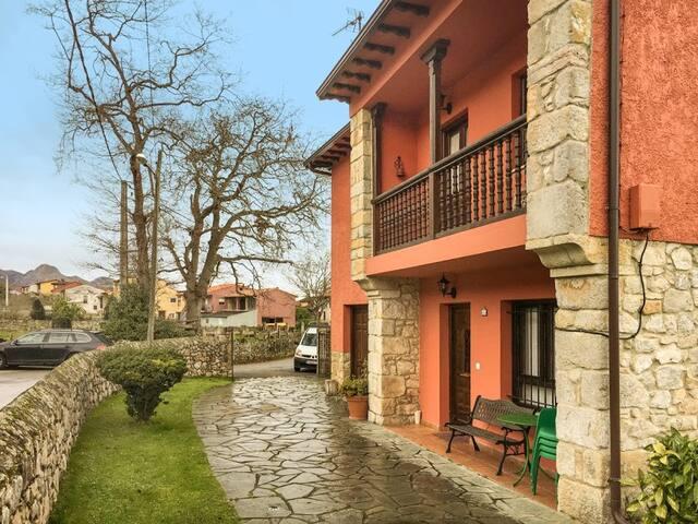 Casa Dorita con precioso jardin en LLanes