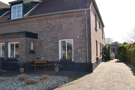 Vakantiehuis in polder bij Nijmegen - Kranenburg-Zyfflich