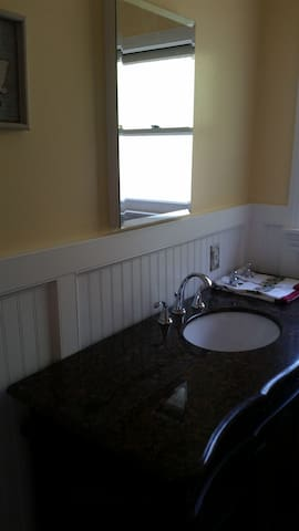 Shared Female-only Room - Redwood City - House