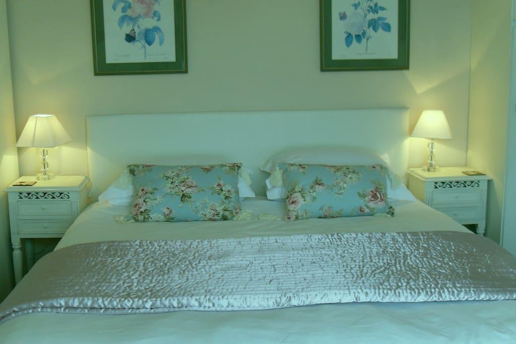 Super Kingsize Bed Views of Anglesey Menai Straights and Caernarfon Bay