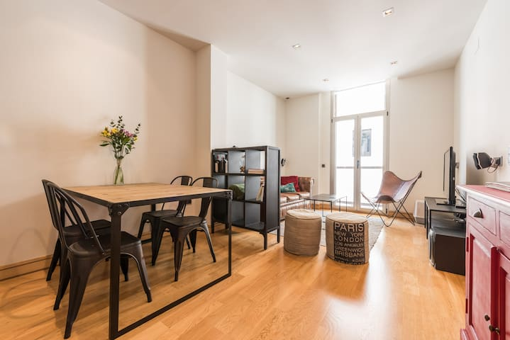 Cozy apartment for couples in Malasaña