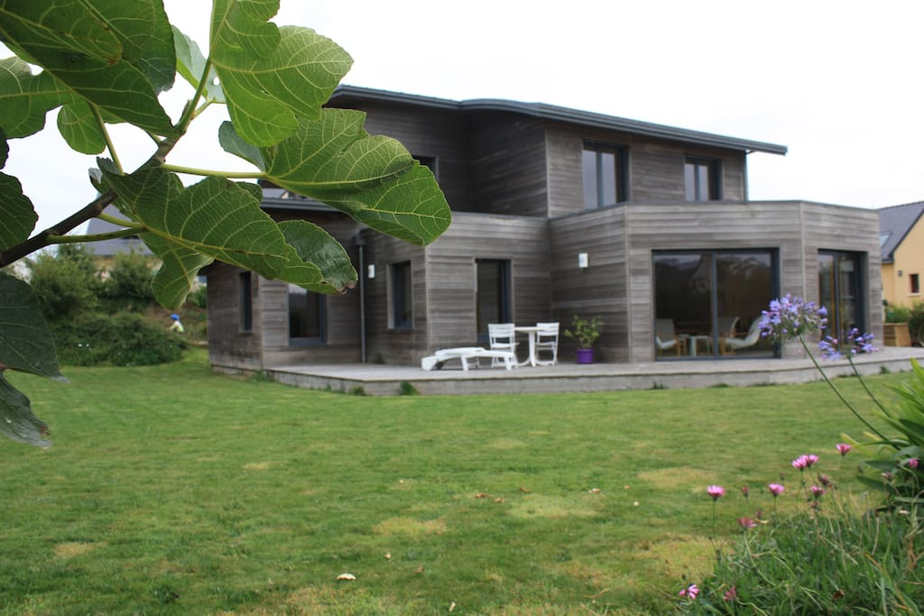 La maison vue du jardin (2)