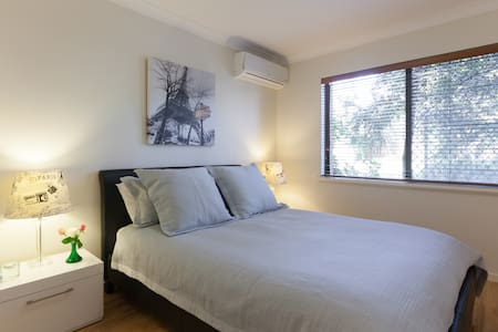 Subiaco Executive/Holiday Apartment - Free WIFI