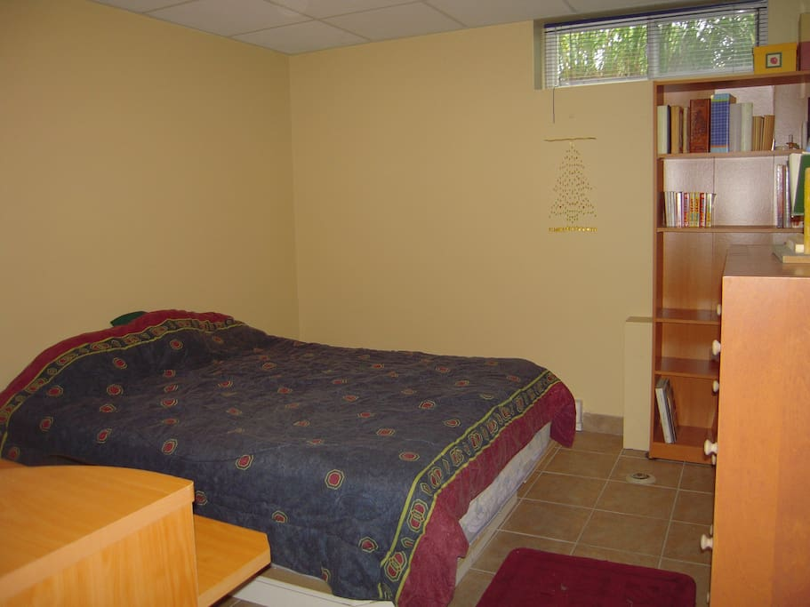 Jolie chambre avec lit simple maisons louer for Chambre a louer sherbrooke sans bail