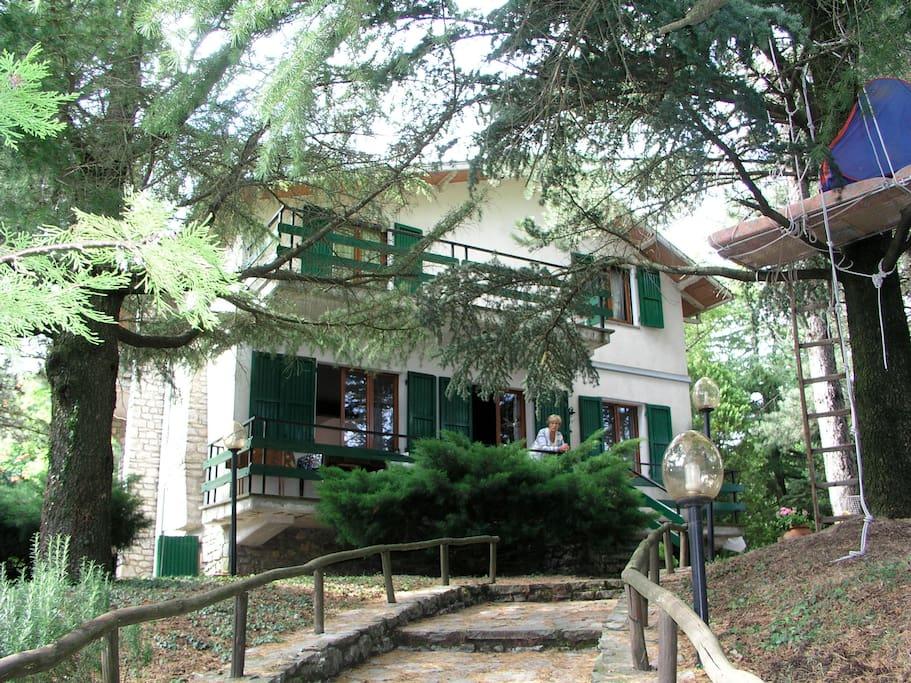Casa con giardino immersa nel verde houses for rent in for Piani di casa con guest house annessa