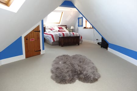 Large Double Room with En Suite - Tedburn Saint Mary