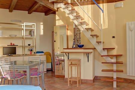 LOFT: 4 posti letto, cucina e bagno - Vindsvåning