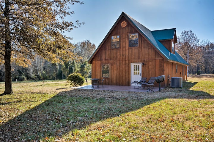 Luxury Cabin w/Pond, Working Ranch Near Nevada, MO