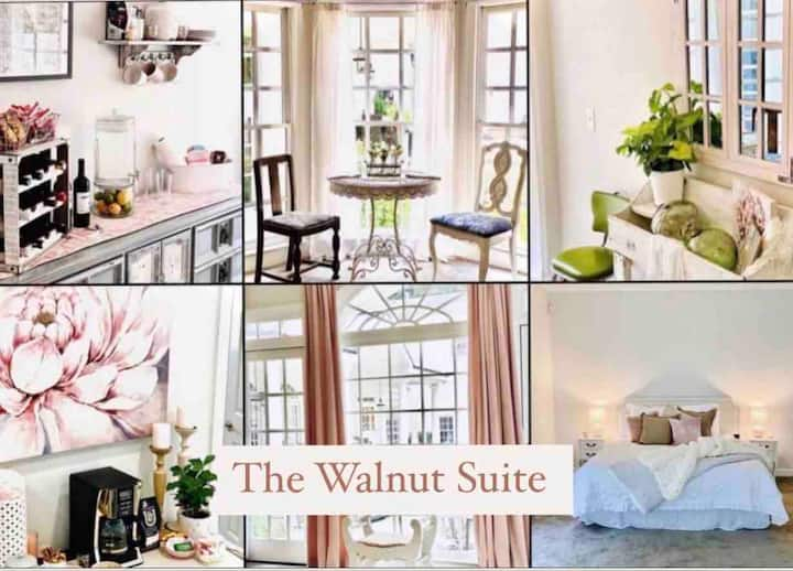 ~The Walnut Suite~ *Private oversized full Suite