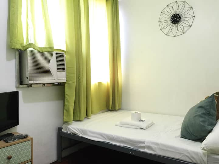 A/C Private Room at the heart of Cebu City w/ Wifi
