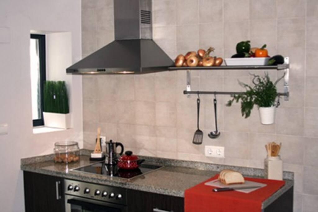 Cocina equipada con todos los electrodomesticos y menaje