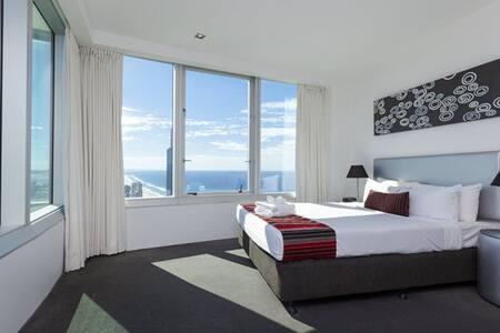 Q1 Resort & Spa Four Bedroom Penthouse Level 71 - Bedroom