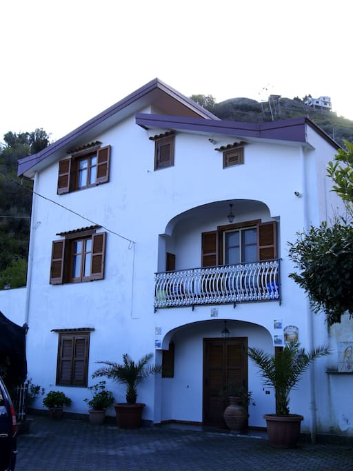 Villa Elena. Mansarda inserita in una villa indipendente.