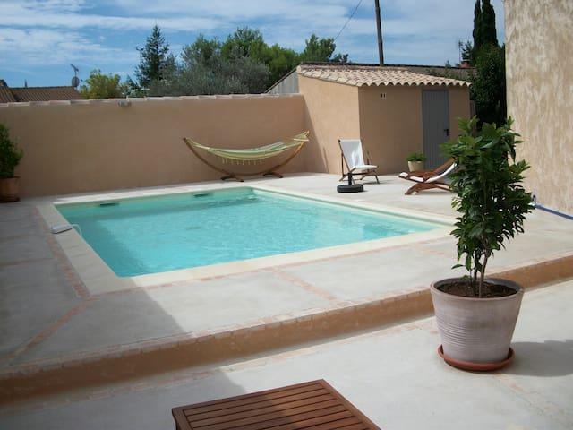 Maison avec piscine et jardin houses for rent in saint for Camping saint remy de provence avec piscine