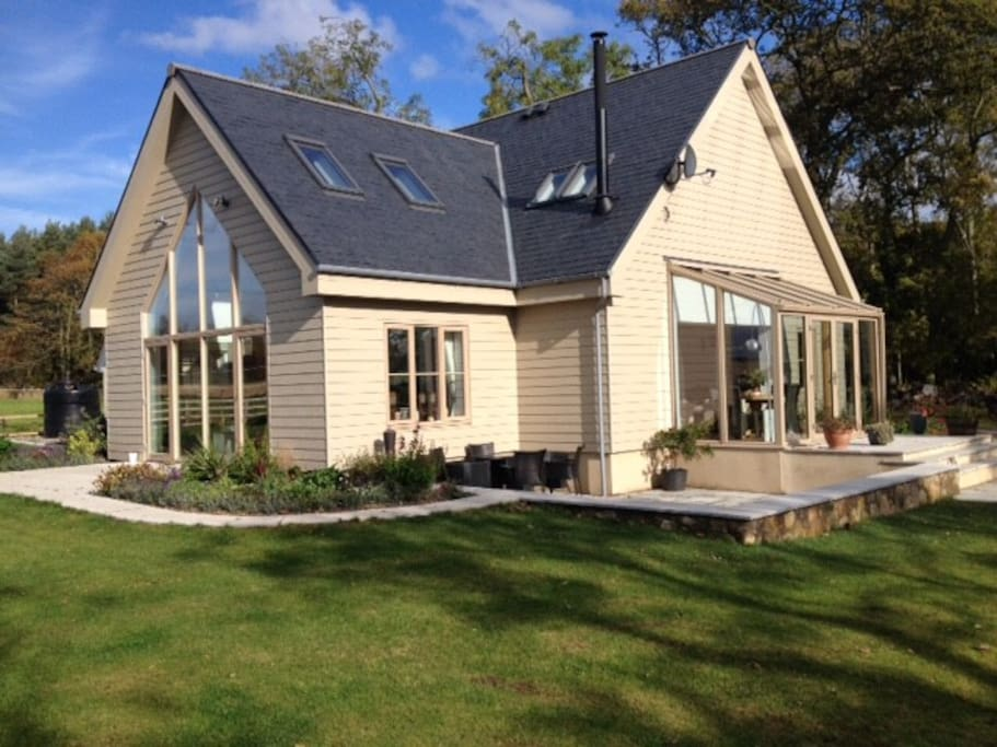 Claremont Lodge is a luxury 3-bedroom Eco  house set in the countryside just outside St. Andrews