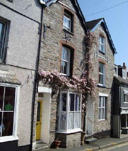 Family run B&B close to the harbour