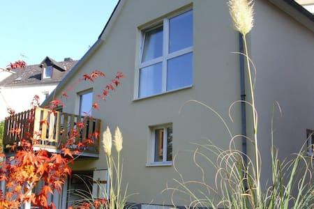Fewo Am Mühlbach in alleinstehendem Häuschen - Waldrach - Rumah