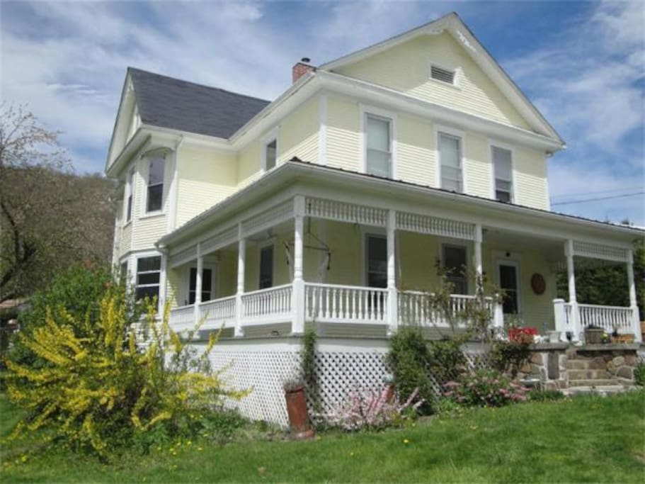 charming victorian in durbin wv houses for rent in durbin west virginia united states. Black Bedroom Furniture Sets. Home Design Ideas