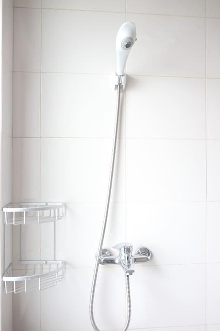 24小时热水淋浴
