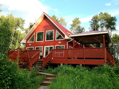 Wooded Acreage Chalet & Hot Tub, 2 km off HWY 22