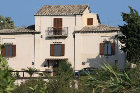 la casa di nonna emilia - San Sostene - 家庭式旅館