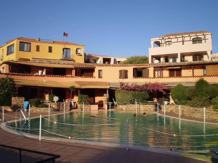 Vista del Residence e della piscina