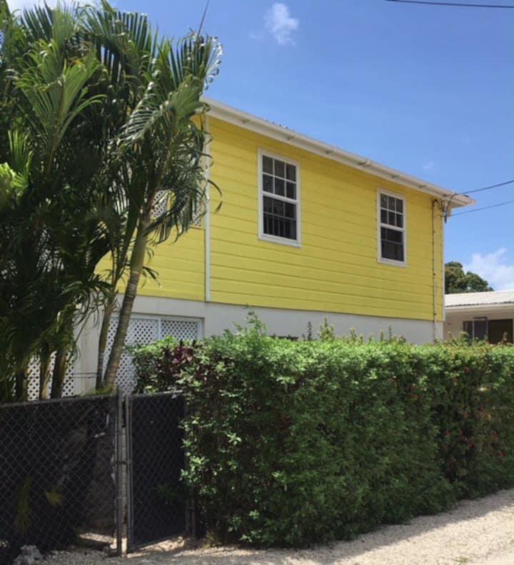 The Yellow House Garden Apartment, Paynes Bay.