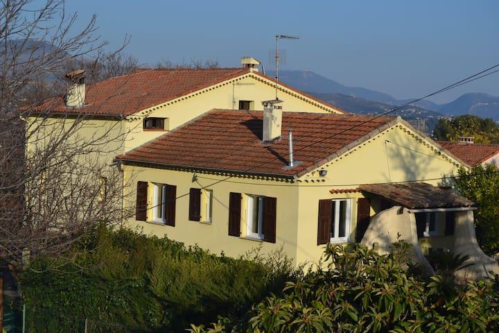 Appartement 3 pièces dans villa avec piscine - La Gaude