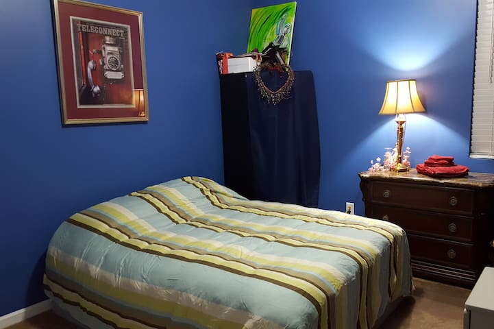 Improv Spare Bedroom. - Bon Aqua - House