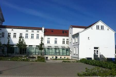 Circus Hostel Rügen - Putbus - 住宿加早餐