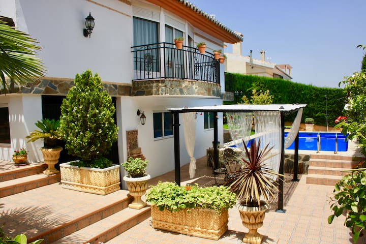 Spectacular Villa with Chimney, Garden and BBQ.