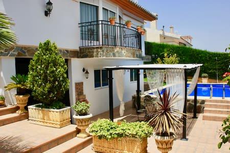 Villa Romana Granada, una estancia perfecta ;-) - Otura