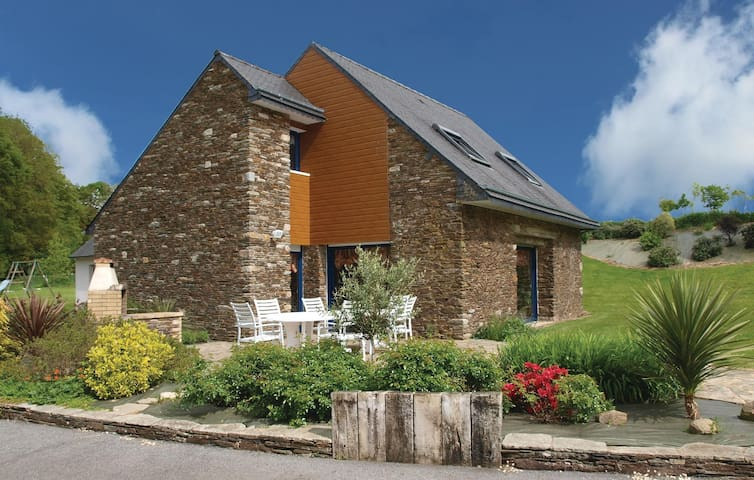 Holiday cottage with 4 bedrooms on 160m² in St Martin des Pres