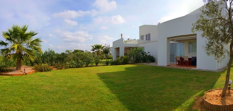 Two bedroom villa with private garden and sea view