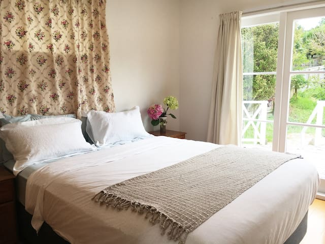 Sunny private room in Torbay - Auckland - Casa