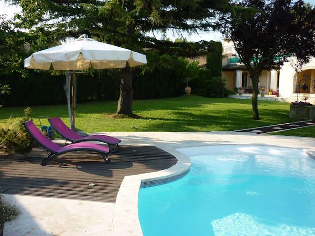 Appartement en rez de jardin, terrasses, piscine