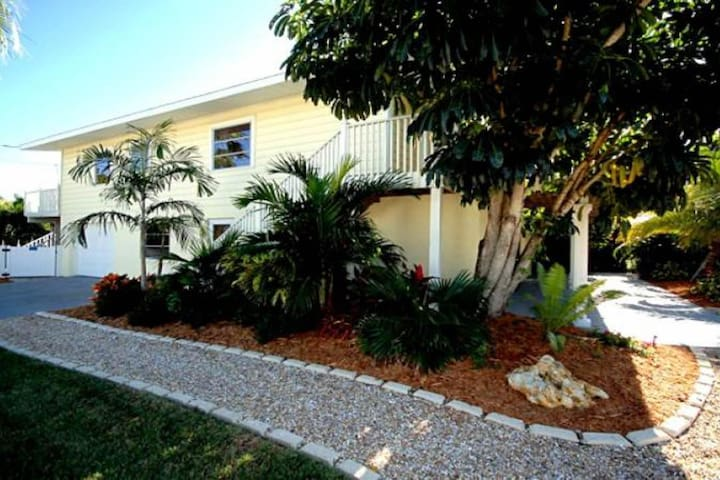 Convenient duplex w/ patio & shared heated pool - steps to the beach & trolley!