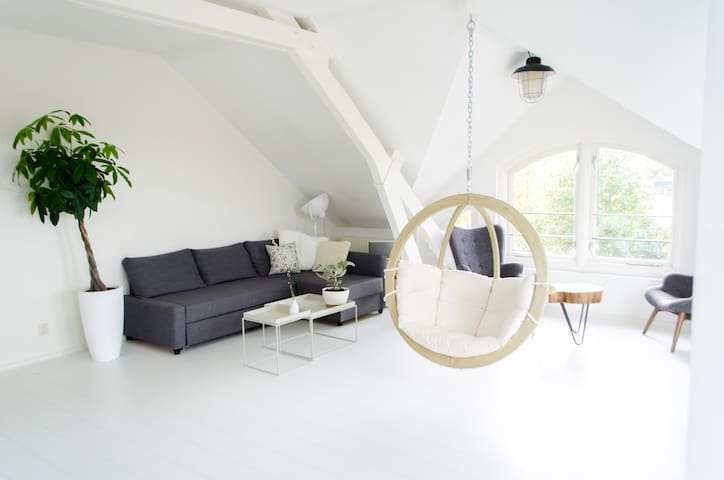 Light & spacious attic close to city centre - Utrecht - Byt