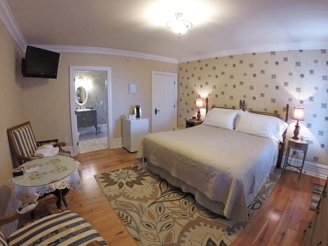Melot Suite at the 5-star Main Street Inn - Kutztown - Boutique-hotelli