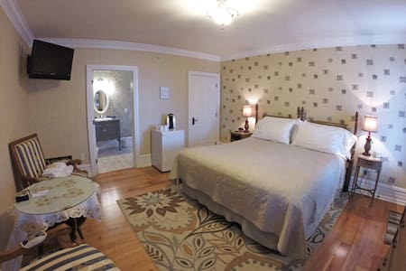 Melot Suite at the 5-star Main Street Inn - Kutztown