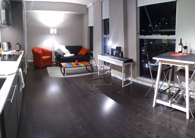 Heart of Downtown Vancouver,modern style 1 bedroom - Vancouver - Lejlighed