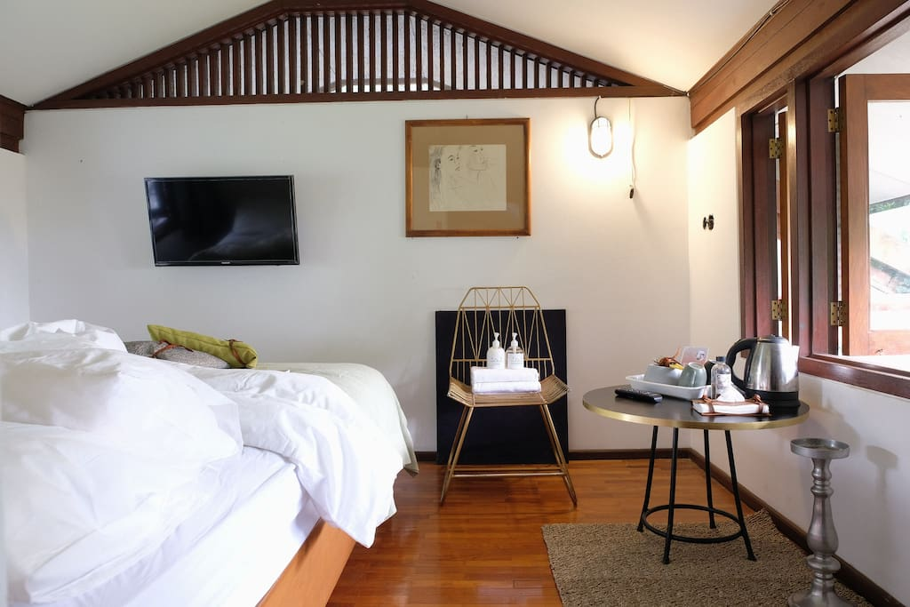 airy room, with huge walking closet, perfect for longstay guest