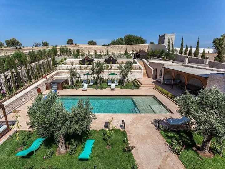 Joli Riad avec salle de Yoga et piscine