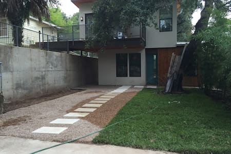 Travis Heights / SOCO Modern 2-story Guesthouse - Austin - Guesthouse