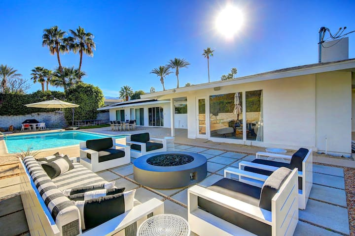 'Modern Oasis' Mid-Century Style 4 Bedroom 3 Bath - Palm Desert - House