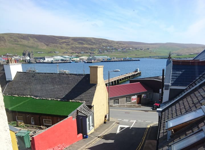 Scalloway Centre with Beautiful Harbour view