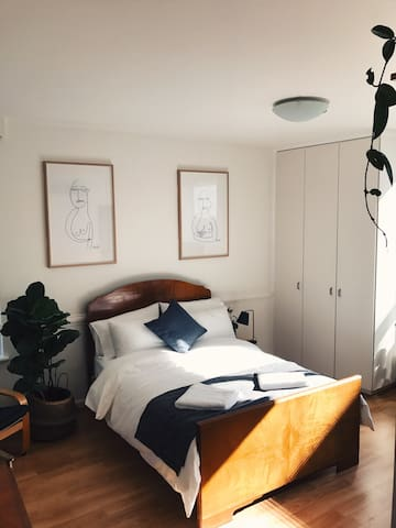 Sunny East Melb Apartment - moments from CBD - East Melbourne