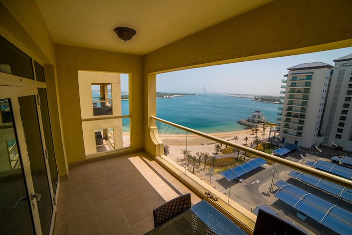 Palm Jumeirah Elegant Sea View Apartment