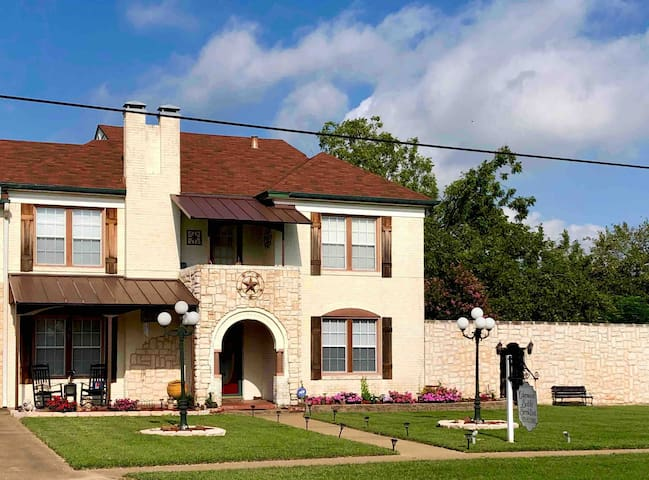 Amazing Home w/Pool & Hot Tub near Dallas/Canton
